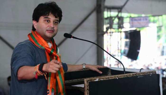 BJP स्टार प्रचारकों में सिंधिया 24वें नंबर पर, कांग्रेस का तंज- महाराज की स्थिति बिन बुलाए मेहमान जैसी