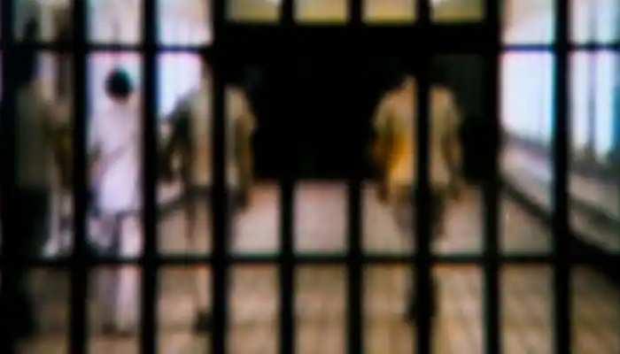 Kota: 'आजाद' हुए 86 कैदी, अब करेंगे नए जीवन की शुरुआत, कमिश्नर ने 'गीता' भेंटकर किया रवाना
