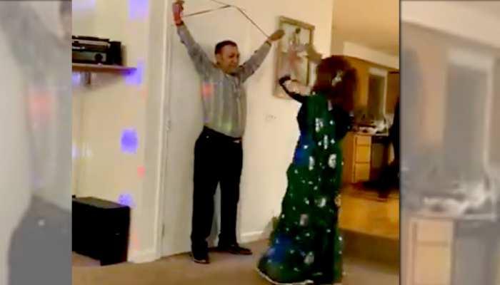 'ईरानी बसंती' ने इस शख्स के हाथों को रस्सी से बांधा, फिर डांस करके उड़ा डाला गरदा - देखें Video