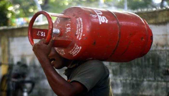 ਖ਼ੁਸ਼ਖ਼ਬਰੀ : LPG ਸਿਲੈਂਡਰ ਹੋਇਆ ਸਸਤਾ, ਜਾਣੋ ਕਿੰਨੀ ਘਟੀ ਕੀਮਤ