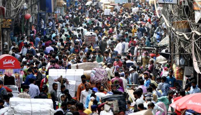 Corona guidelines: दिल्ली में पुलिस ने चलाया अभियान, कोरोना नियम तोड़ने पर काटे चालान