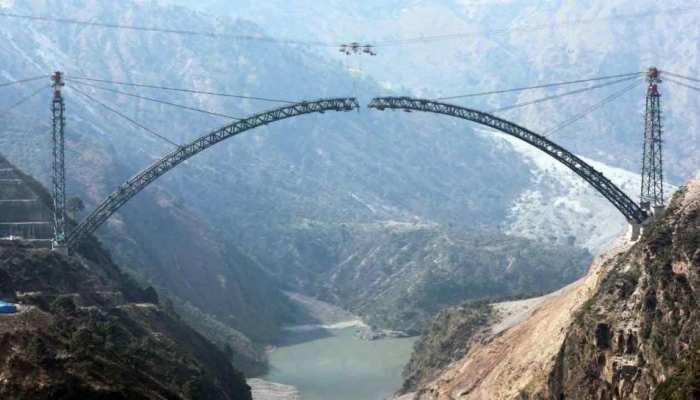 Chenab Arch Bridge: दुनिया के सबसे ऊंचे रेल पुल पर 'चमत्कार', अंतिम दौर में पहुंचा काम