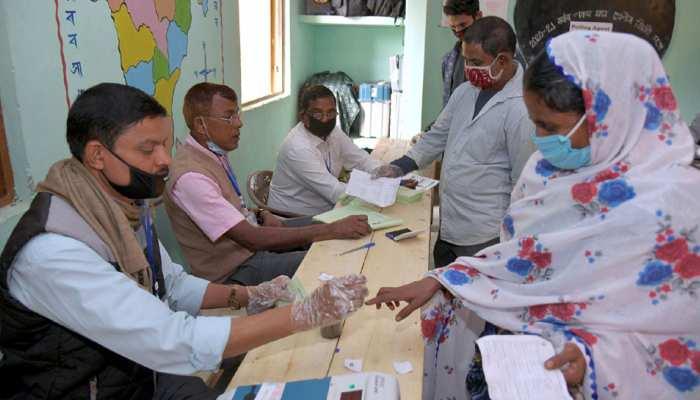 Assam: वोटर लिस्ट में दर्ज थे 90 नाम, 171 लोगों ने डाल दिए वोट; 5 अफसर सस्पेंड