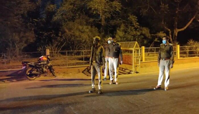 Delhi Night Curfew: कोरोना ने बढ़ाई चिंता, दिल्ली में लगा नाइट कर्फ्यू