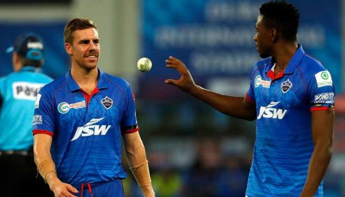 IPL से पहले Delhi Capitals को बड़ा झटका, ये दो मैच विनर गेंदबाज हो गए बाहर