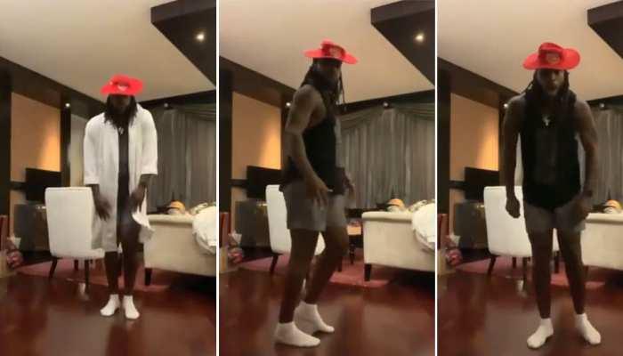 IPL 2021: Punjab Kings के Chris Gayle बने 'Michael Jackson', Quarantine खत्म होने पर किया 'Moonwalk' Dance