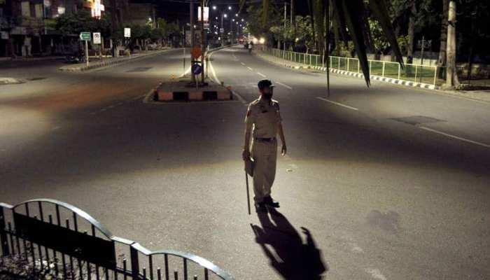 UP Night Curfew: दिल्ली-पंजाब के बाद UP के इन दो बड़ों शहरों में लगा नाइट कर्फ्यू