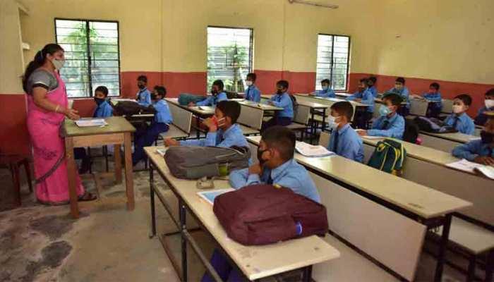 Corona: बेरोजगार टीचर्स को हर महीने 2 हजार रुपये और 25 किलो चावल की मदद, Telangana सरकार का फैसला