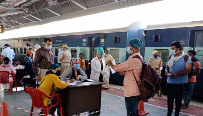 Corona के बढ़ते मामलों के बाद भारतीय रेलवे ने लिया बड़ा फैसला, Mumbai के 6 स्टेशनों पर नहीं मिलेगा प्लेटफॉर्म टिकट