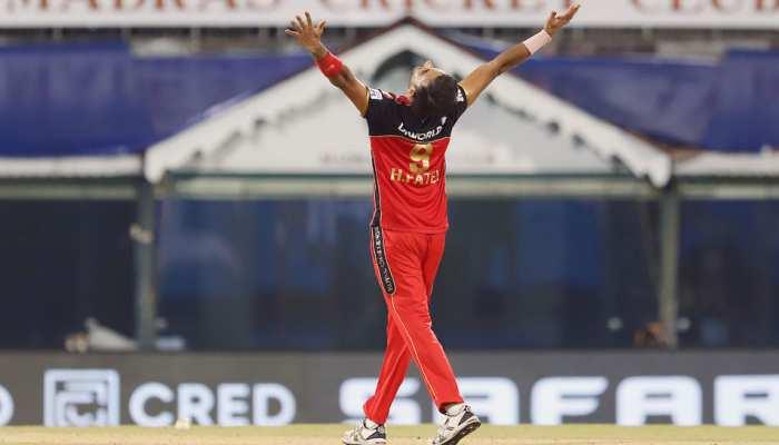IPL 2021 RCB vs MI: Hat-Trick से चूके Harshal Patel, लेकिन Mumbai Indians के खिलाफ बना डाला बड़ा रिकॉर्ड
