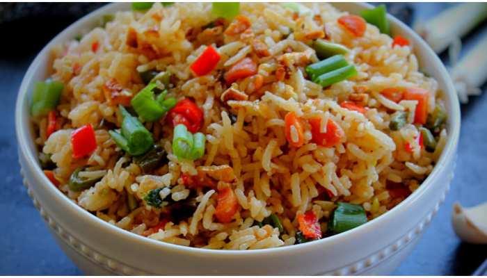 Burnt Garlic Chilli Veg Fried Rice Recipe: लंच में बनाइए लहसुनी पुलाव, इस रेसिपी से दोगुना होगा मजा