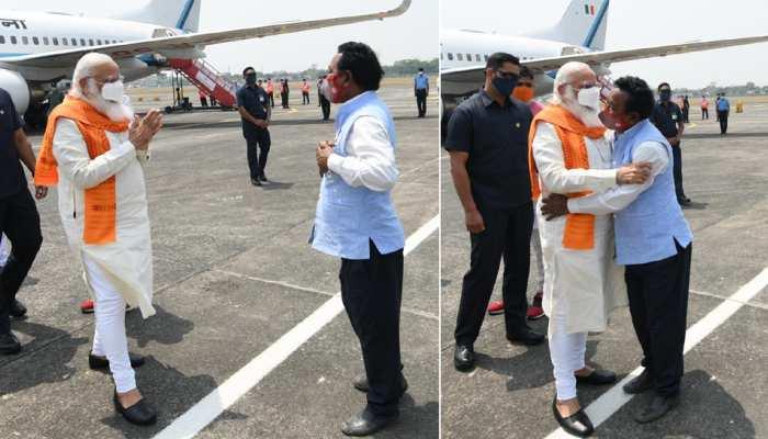 आखिर कौन हैं करीमुल हक, जिन्हें PM मोदी ने एयरपोर्ट पर उतरते ही लगा लिया गले