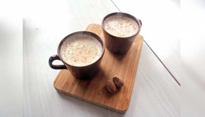 सोने से पहले दूध में मिलाकर पिएं ये छोटी सी चीज, फायदे हैरत में डाल देंगे!