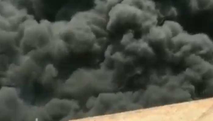 Noida Sector 63 में भीषण आगः दो बच्चे झुलसे, 1600 से ज्यादा झुग्गियां थीं एरिया में