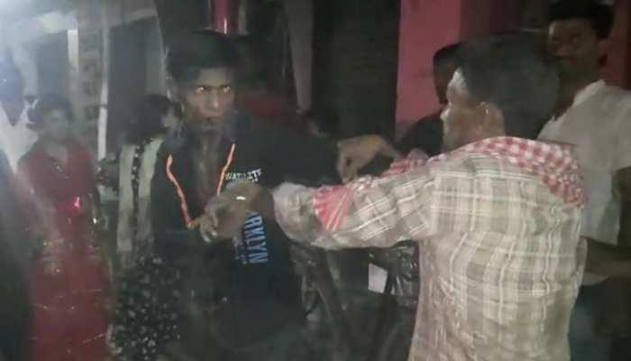 Katihar: 'लाल दुपट्टे वाली जरा नाम तो बता' बनी विवाद की वजह, महिल ने मनचलों की जमकर की पिटाई