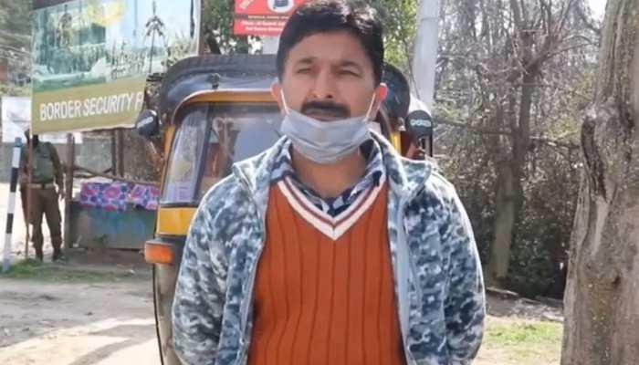 ईमानदारी की मिसाल बने ऑटो चालक जावेद अहमद, लौटाया डेढ़ लाख का फोन