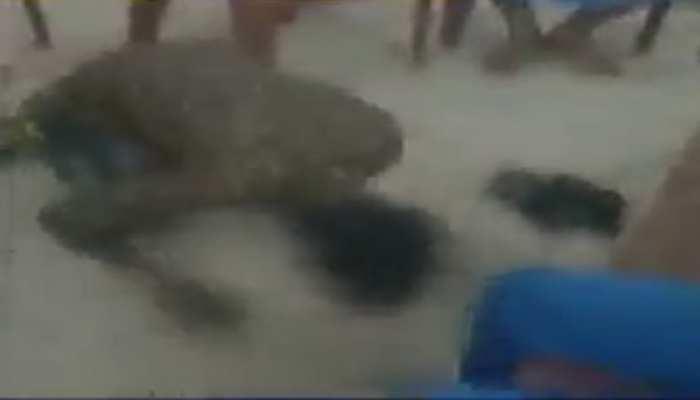 Video: महादलित युवक को पीटा, फिर थूक कर चटवाया, पीड़ित बोला-इंसाफ नहीं मिला तो दे दूंगा जान