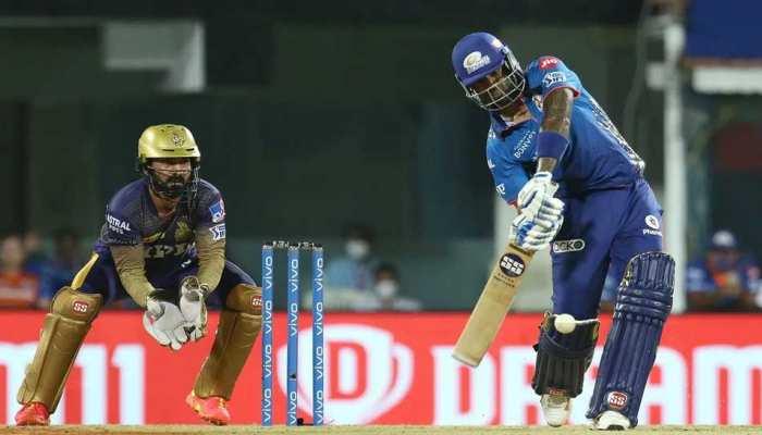 IPL 201 KKR vs MI: Suryakumar Yadav ने लगाया जोरदार छक्का, Chepauk Stadium की छत पर पहुंची गेंद