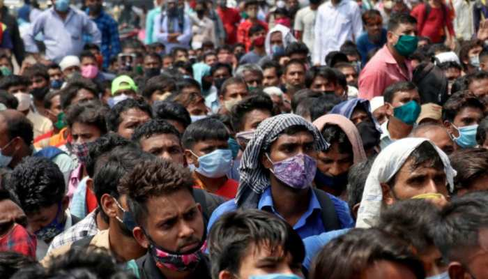 Mumbai: भूले नहीं हैं बीते साल का खौफनाक मंजर, पाबंदियों के बाद कामगारों की घर वापसी शुरू
