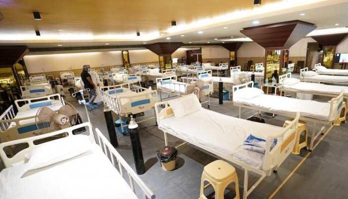 Coronavirus की रफ्तार बेकाबू हुई तो फिर खुला कोविड सेंटर, बैंक्वेट हॉल में इस तरह हो रहा इलाज