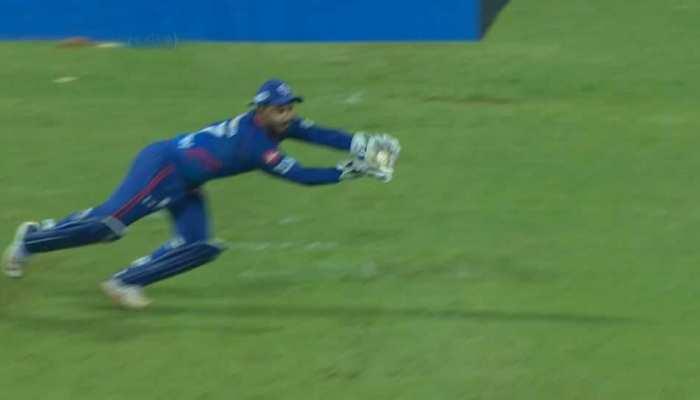 IPL 2021 DC vs RR:  Rishabh Pant ने किया हैरान, छलांग लगाकर पकड़ा Jos Buttler का हैरतअंगेज कैच