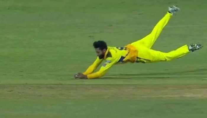 IPL 2021: मैदान में फिर दिखा Ravindra Jadeja का जादू, पहले किया रनआउट, फिर उड़कर लपका कैच