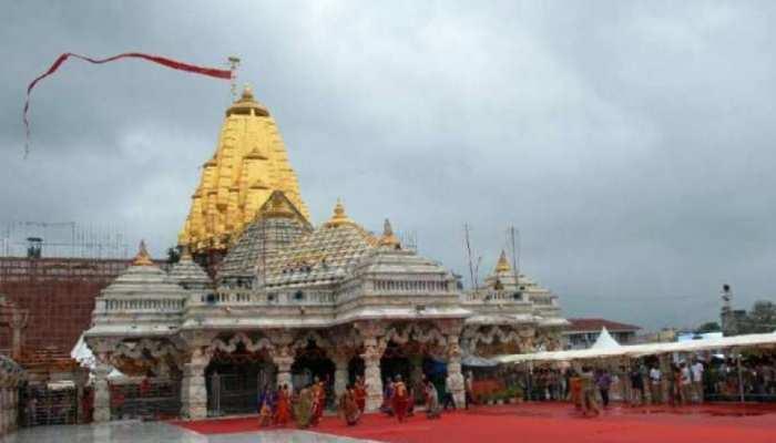 Ambaji Temple: अंबे मां का अनोखा मंदिर जहां गर्भगृह में नहीं है कोई मूर्ति, पुजारी आंख पर पट्टी बांधकर करते हैं पूजा