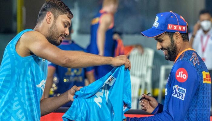 IPL 2021: Rohit Sharma ने हार के बावजूद जीता दिल, जिस बॉलर से मिला जख्म उसी को दिया ये बड़ा गिफ्ट
