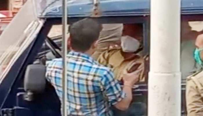 मास्क नहीं पहनने पर पुलिस ने रोका तो दरोगा को थप्पड़ मारकर फरार हो गया युवक, देखिए VIDEO