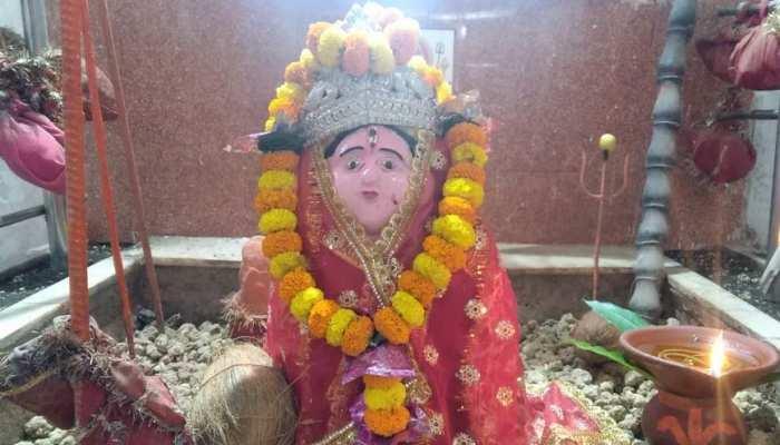 इस मंदिर में माता को फल-फूल नहीं, कंकड़-पत्थर चढ़ाने पर पूरी होती है मनोकामना