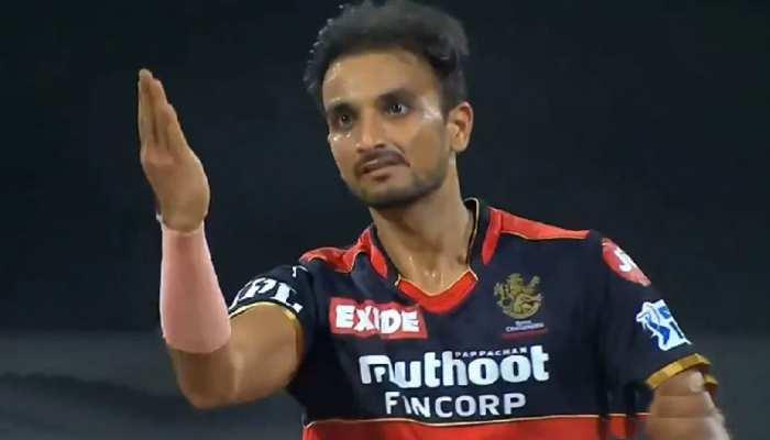 IPL 2021: Riyan Prag पर फूटा Harshal Patel का गुस्सा, आउट करते ही दिया ये रिएक्शन