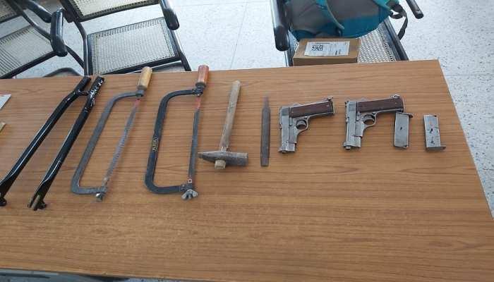 Munger: चाय की गुमटी के पास हथियारों के इंतजार में था तस्कर, रंगे हाथों हुआ गिरफ्तार