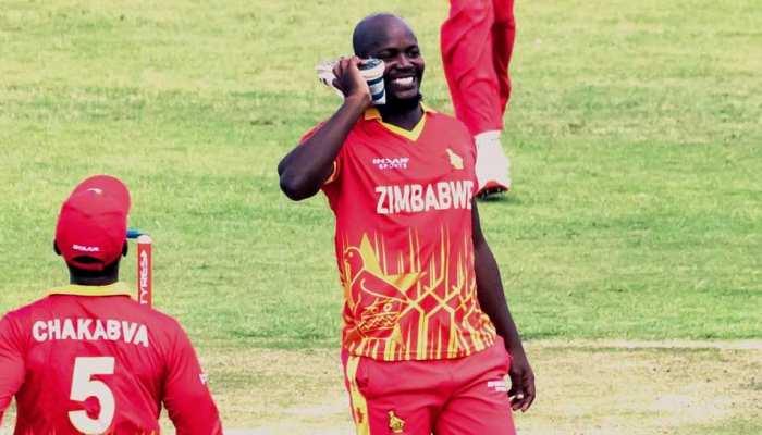 PAK vs ZIM 2nd T20I: Babar Azam को आउट करने पर Zimbabwe के गेंदबाज Luke Jongwe ने जूते से किया 'फोन कॉल'