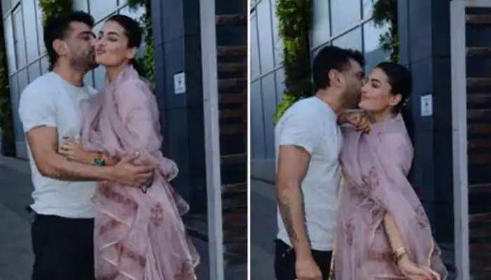 Eijaz Khan और Pavitra Punia ने खुल्लम खुल्ला किया KISS, गुस्से में लोग बोले- 'कमरे में जाकर करो'