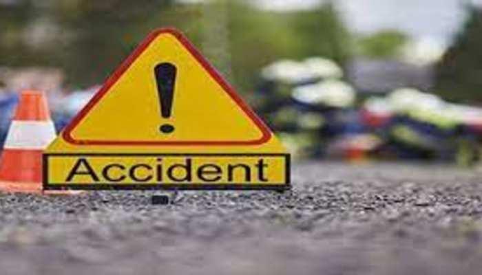 आजमगढ़ में भीषण सड़क हादसा, तिलक चढ़ा कर लौट रहे 4 लोगों की मौत, 7 घायल