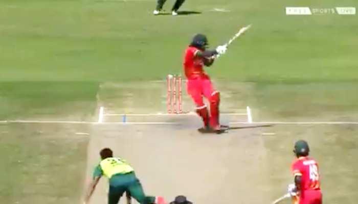 पाकिस्तानी गेंदबाज ने फेंकी ऐसी गेंद कि हैल्मेट के हो गए दो टुकड़े, देखिए VIDEO