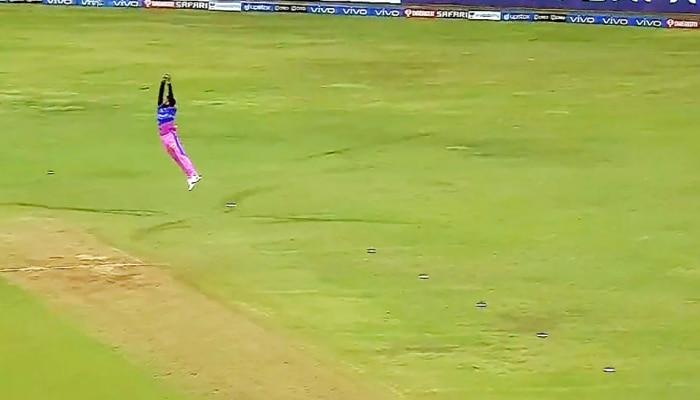 IPL 2021: Chetan Sakariya ने हवा में उड़ते हुए लपका जबर्दस्त कैच, हैरान रह गए फैंस; देखें Video