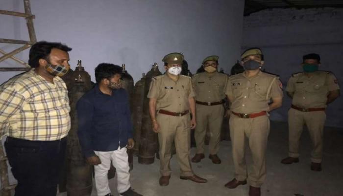 गाजियाबाद में ऑक्सीजन की कालाबाजारी करते दो लोग गिरफ्तार, बरामद हुए 101 सिलेंडर