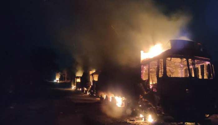 Naxalite attack: नहीं थम रहा नक्सलियों का आतंक, 8 से अधिक ट्रकों को फूंका