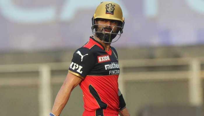 IPL 2021 RCB vs CSK: करारी शिकस्त के बाद Virat Kohli पर आई नई मुसीबत, Slow Over Rate के लिए लगा जुर्माना