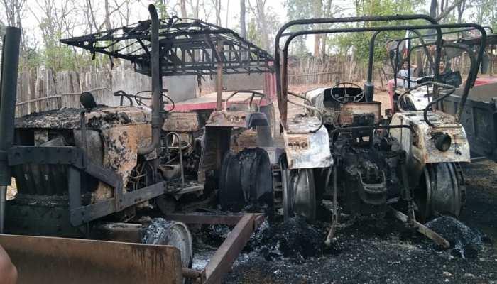 नक्सलियों का भारत बंदः एक दिन पहले फूंके 8 वाहन, बस्तर के जंगलों में पसरा सन्नाटा