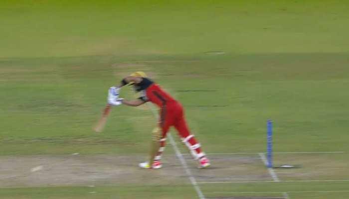 IPL 2021 RCB vs DC: Virat Kohli का शानदार Flick Shot, गेंद पहुंची बाउंड्री पार