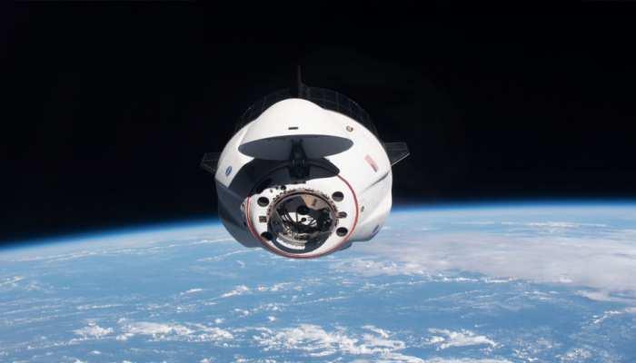 International Space Station: SpaceX के रॉकेट के पास से गुजरा अंतरिक्ष का मलबा, खतरे में पड़ी एस्ट्रोनॉट्स की जान