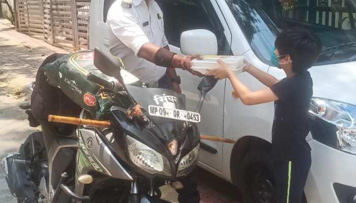 फ्रंट लाइन वॉरियर्स : ट्रैफिककर्मी रंजीत बने एक माँ की आस, 8 साल के मासूम की कैसे की मदद! जानिए