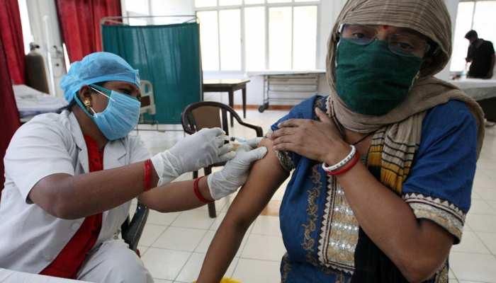 Corona Vaccination: UP में 18+ वालों का टीकाकरण शुरू, इन 7 जिलों में लगाई जा रही है वैक्सीन