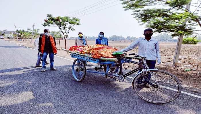 Jamui: शव को बिना पैक किए ठेले पर लादकर ले गए परिजन, ग्रामीणों में भय
