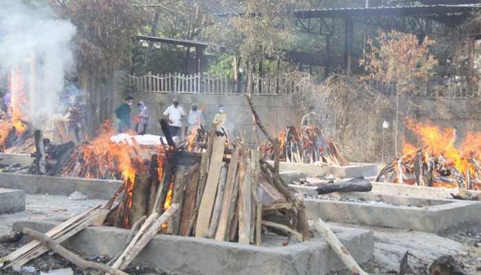 Maharashtra: कुछ दिन राहत के बाद फिर Corona ग्राफ में आया उछाल, 1 दिन में 802 लोगों ने तोड़ा दम