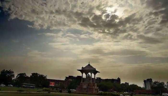 Delhi Weather Today: आंधी के साथ बारिश का अनुमान, IMD के मुताबिक 40 डिग्री तक पहुंच सकता है पारा