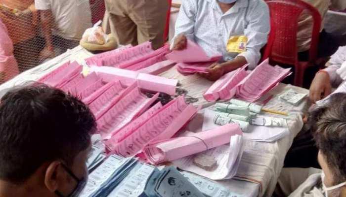 UP Gram Pradhan Result: जब दो प्रत्याशियों को मिले बराबर वोट, फिर ऐसे हुआ जीत का फैसला