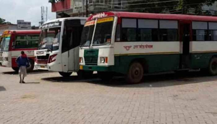 UP सरकार का बड़ा फैसला, 15 दिनों के लिए अंतरराज्यीय बस सेवा बंद, बाहर से आने वालों का होगा टेस्ट